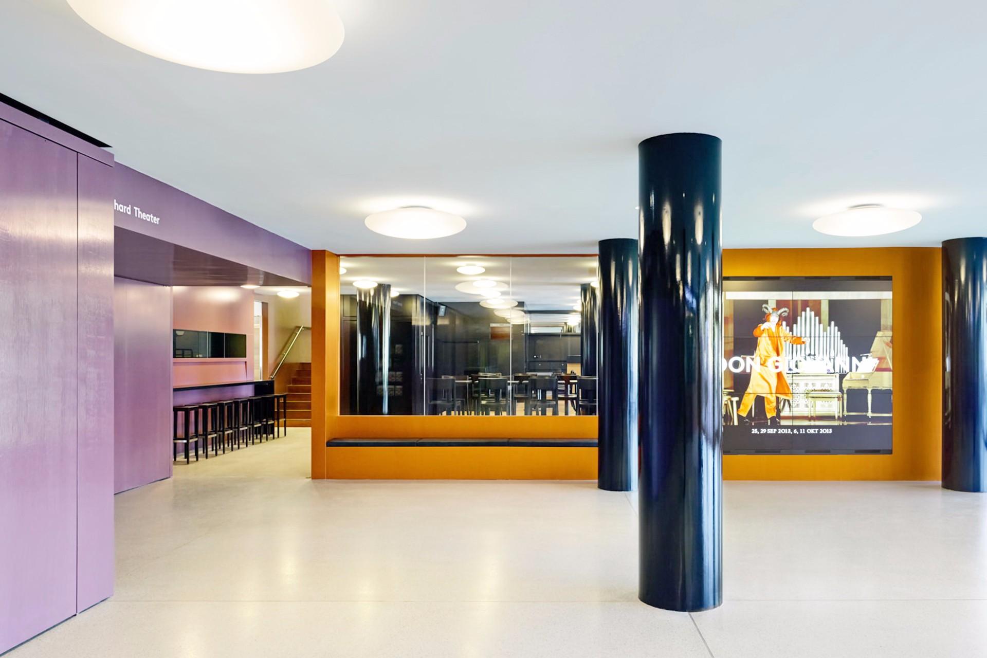Bernhard-Theater Brandschutzverglasung Foyer