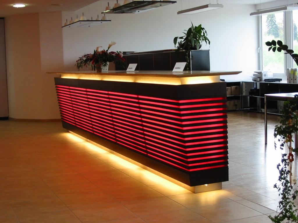 Empfang LED hinterleuchtet Architektur umgesetzt